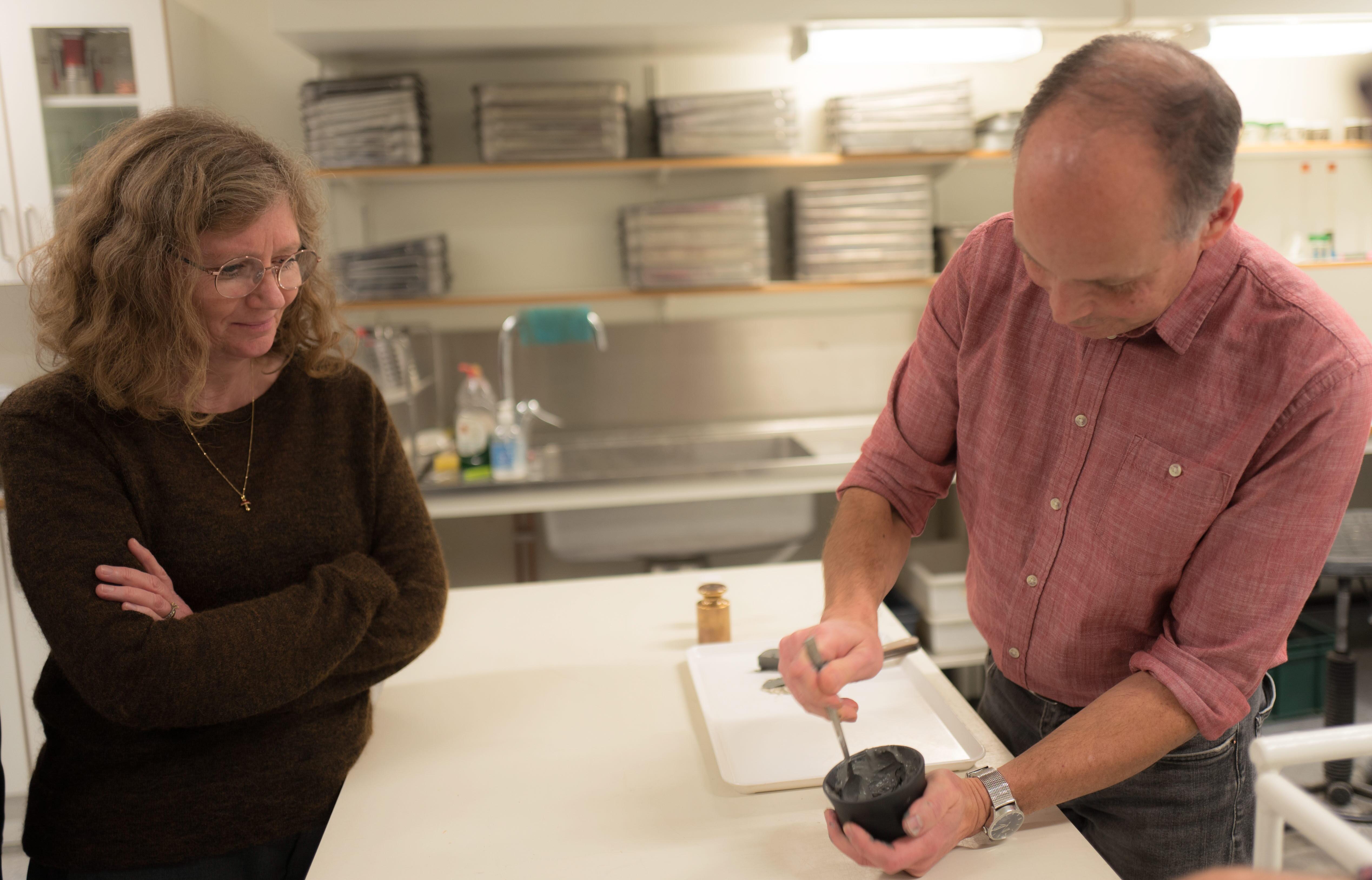 Eva Svedling besöker labbet